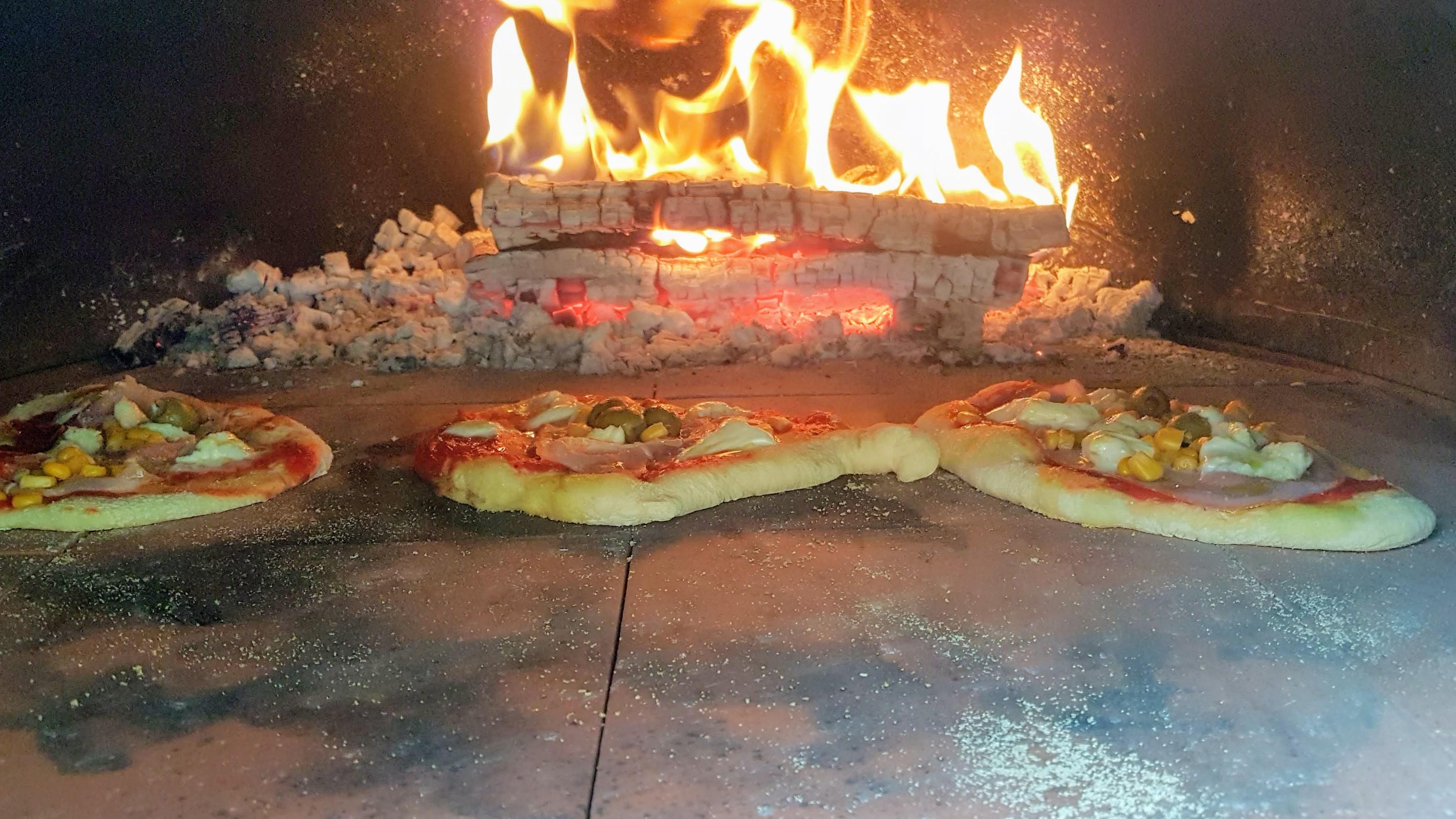 Holzbackofen Backofen Pizzaofen